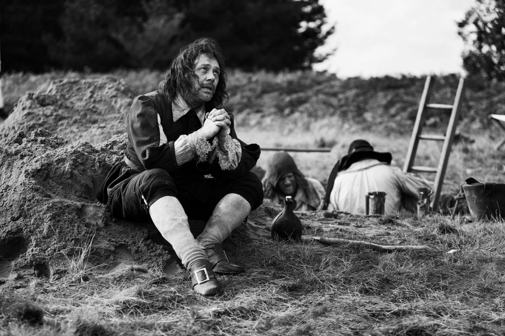 AN ENGLISH FAMILY 2016 . Ben Wheatley Cycle - A Field In England